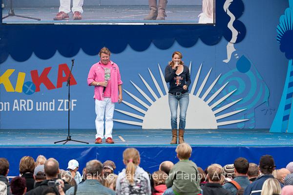 HG4X1008-5139 Volker Rosi und Singa Gätgens auf der MDR Sommertour Bühne