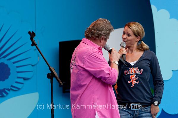 HG4X1008-5144 Volker Rosi und Singa Gätgens auf der MDR Sommertour Bühne