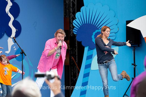 HG4X1008-5164 Volker Rosi und Singa Gätgens auf der MDR Sommertour Bühne